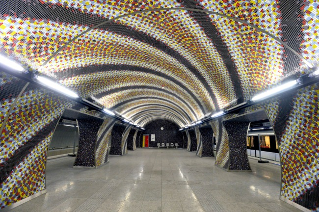 Ordassy Károly: A Szent Gellért téri metrómegálló - Az új metró átadására